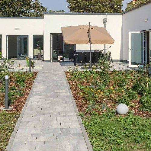 Intensivpflege modern und freundlich Gartenansicht Seniorenwohnen Pflegeimmobilien besondere Pflege und Niesche