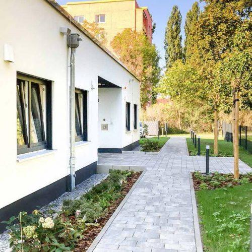 Beatmungszentren, besondere Pflegeformen, Pflegeheime , Gartenansicht hell und freundlich, Eingangssituation