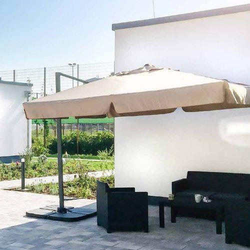 Intensivpflege hell und freundlicher Terrassenbereich, Seniorenheim, Pflegeimmobilien , Beatmungszentren