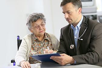 Arztvisite, Pflegeheim, Seniorenwohnen , Dame , Pflegeimmobilien