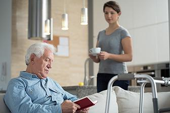 Bewohner in Cafeteria , Pflegepersonal, Seniorenheim, Sobczak, stationäre Pflege