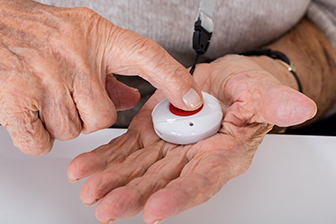 Bild mit Notrufknopf, Hilfe, stationäre Pflege