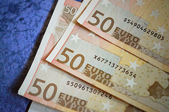 Betreuungskosten, Seniorenheim, Pflegeimmobilien, 50 Euro Scheine
